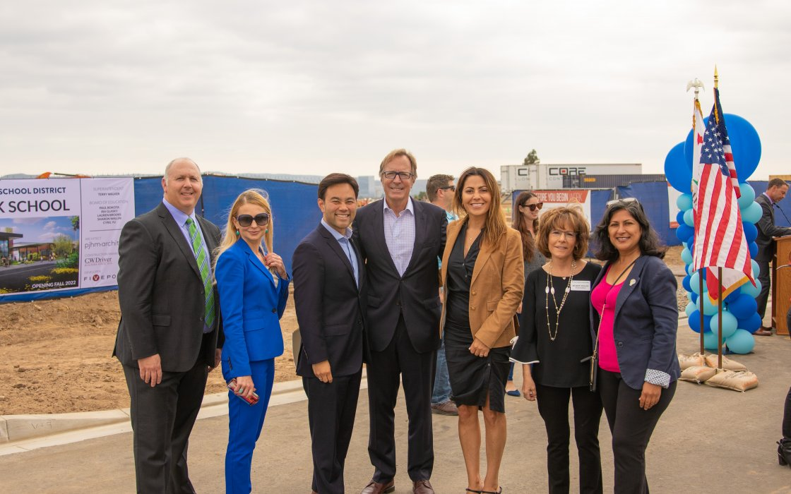 Board Members Ira Glasky and Sharon Wallin posing with guests